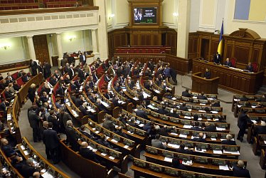Рада попросит Порошенко объявить войну России